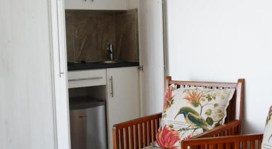 Gordon's Bay, Sudáfrica: Some Classic Rooms have a minibar with tea and coffee