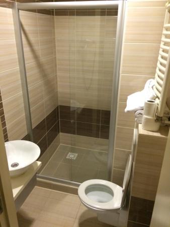 Hotel Port : BR with big shower cabin