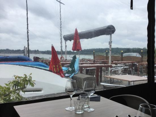 Plouer sur Rance, Francia: View from the restaurant over the Rance