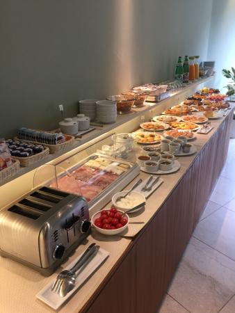 Aromi Piccolo Hotel: Great breakfast spread - lovely food