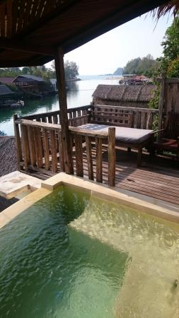 Aana Resort & Spa: Private jacuzzi