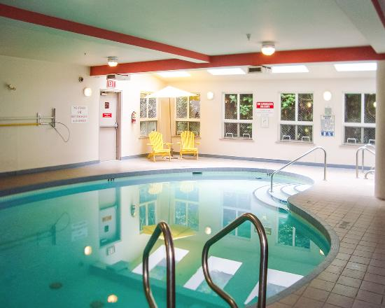 Quality Hotel & Conference Centre: Indoor Swimming Pool