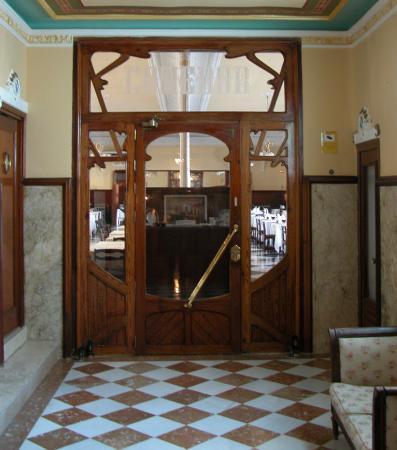 Balneario de Leana: Die wunderschöne Eingangstür zum Speisesaal
