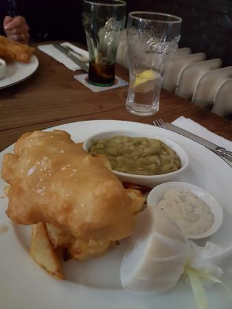 Bispham Green, UK: Adult Haddock and Chips
