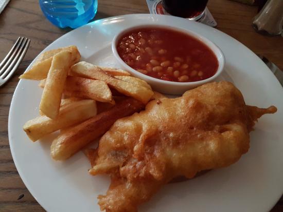 Bispham Green, UK: Kids Haddock, Chips and Beans