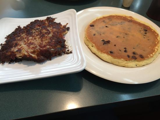 Willington, CT: Home made Corned Beef Hash and a Chocolate Chip Pancake