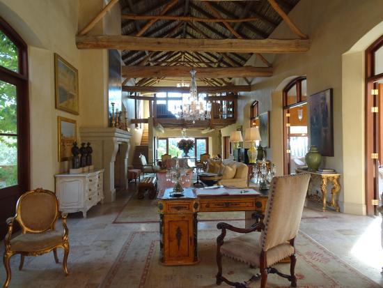 La Residence: Lounge area