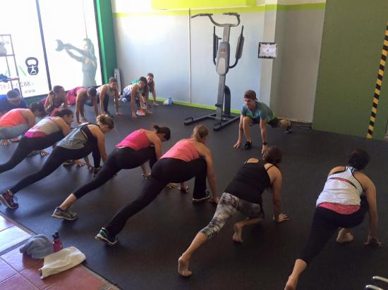 San Rafael de Escazu, Costa Rica: ZENfit class: Warming up!