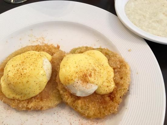 Zookeeper Bistro : Green tomato Benedict with grits