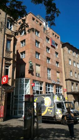 Das IBIS Hotel von Außen