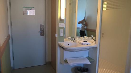 Ibis Budget Muenchen City Sued : View towards the door