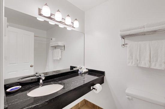 Kootenay Lakeview Spa Resort & Event Centre: Bathroom