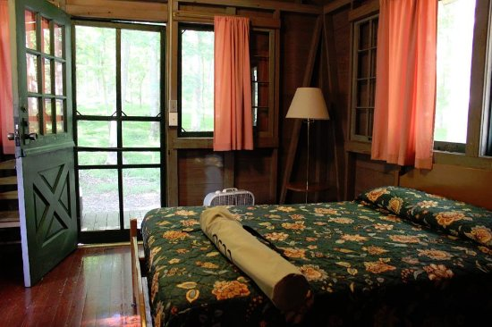 Mammoth Cave Hotel: Woodland Cabin