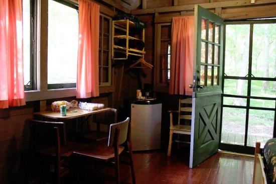 Mammoth Cave Hotel: Woodand Cabin