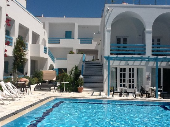 Santellini Boutique Hotel: Around the pool