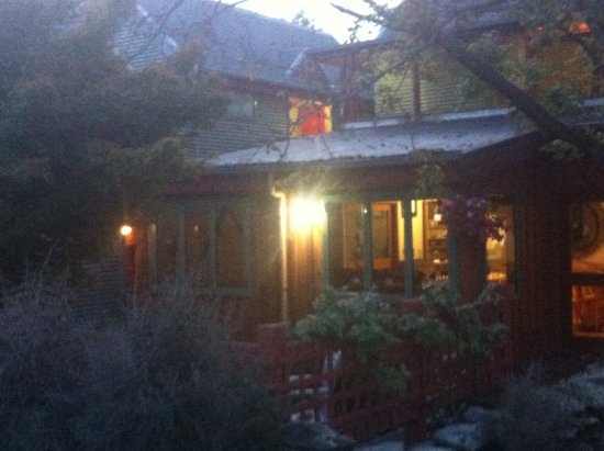 Te Wanaka Lodge: Like a beacon on a dark night