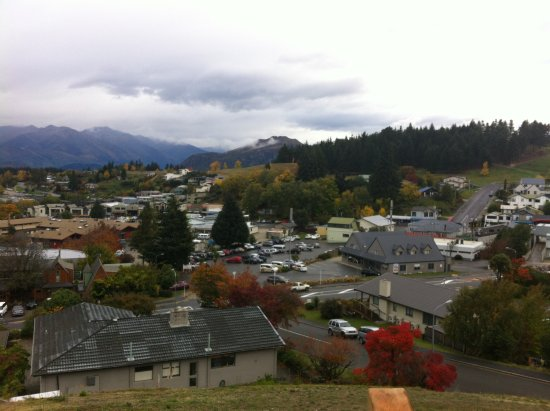 Te Wanaka Lodge: Taken from hill above the lodge