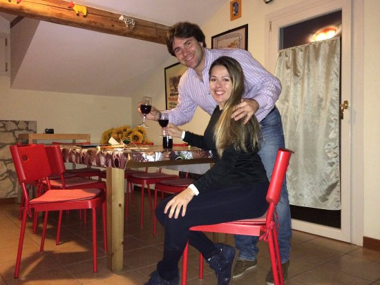 A shared cozy kitchen and dining room at B&B Cuore di Giulietta in Verona (Italy)