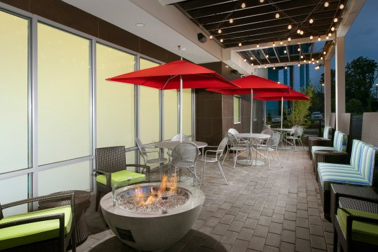 Home2 Suites By Hilton Arundel Mills Bwi Airport One Of Two Outdoor Patios Seating