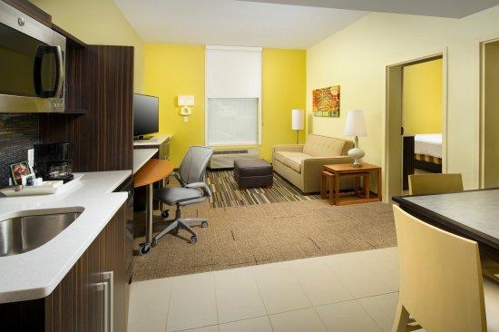 Hanover, MD: 1 Bedroom Suite - Living Room