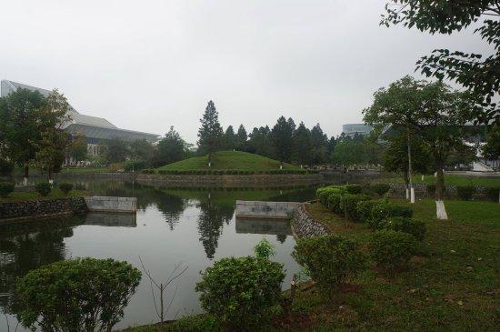 Hanoi Museum: The gardens.
