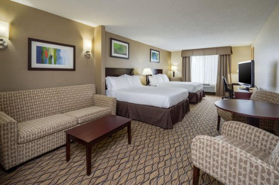 Holiday Inn Express Charles Town: Double Queen Suite