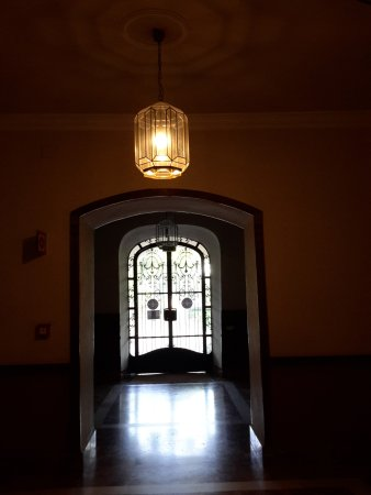 Balneario Termas Pallares - Hotel Termas: The hotel entrance from inside