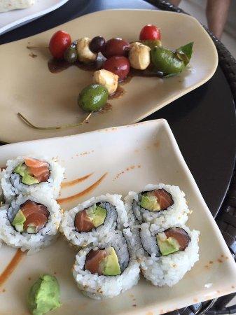 Windrift Resort Hotel: Alaska roll & olive skewers