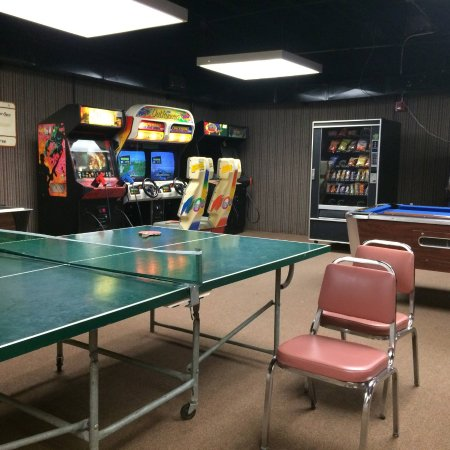 Hardin, KY: Small game room....extremely hot in here.