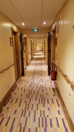 ibis Styles Evry Cathedrale : Couloir