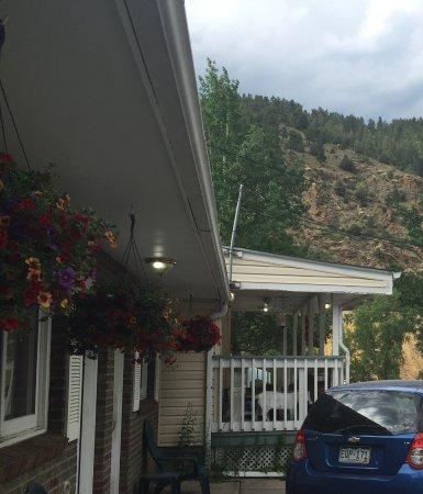 Columbine Inn: Beautiful Location!