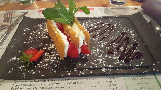 Restaurant Pizzeria Le Villaggio: Millefeuille de fraise, crème mascarpone vanillée : une tuerie !
