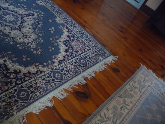 New Market, VA: Persian rugs on floor of Andrew Jackson suite