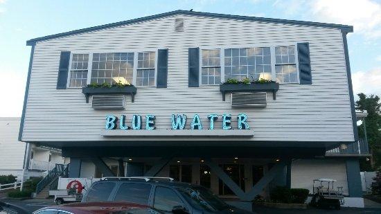 Blue Water on the Ocean張圖片