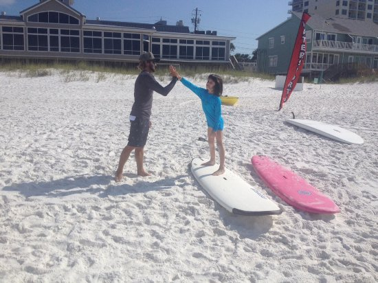 Ride On Surf School : Getting ready to surf!