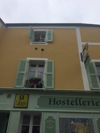 Logis Hostellerie du Prieure: Fantastisk charmigt litet hotell med värdinna/ägare som tog emot på bästa sätt - och pratade eng