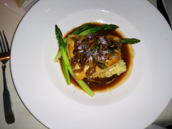 Peter Havens Restaurant: Halibut in veal sauce