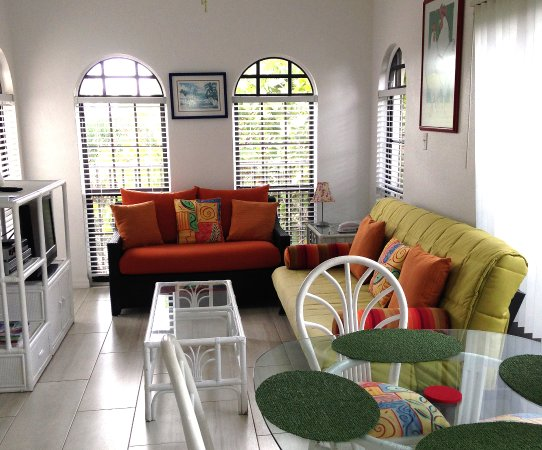 Bodden Town, Grand Cayman: Apartment Living Room