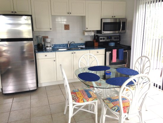 Bodden Town, Grand Cayman: Apartment Kitchen