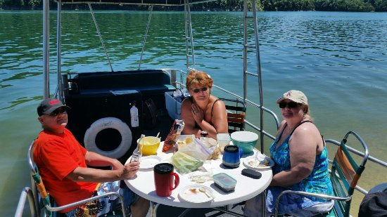 Monroe, TN: Pontoon picnic