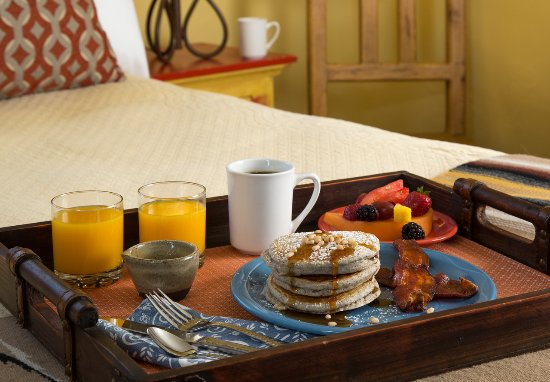 Inn of the Turquoise Bear: Breakfast in bed