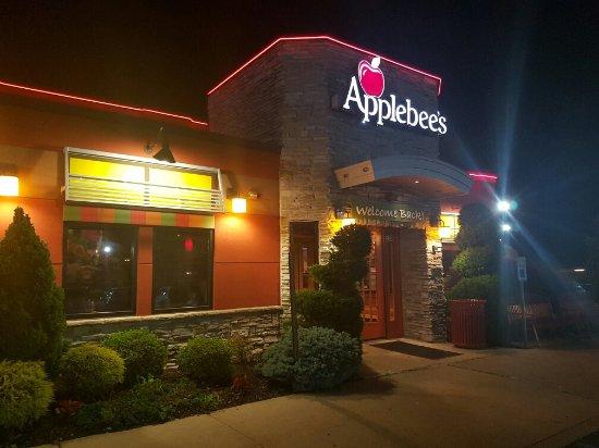 Brentwood, NY: Applebee's