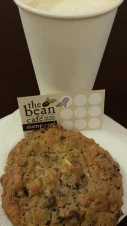 The Bean Cafe: Mocha, cookie, and a stamp card. Great staff!