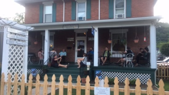 Old Clark Inn: New friends on the porch.