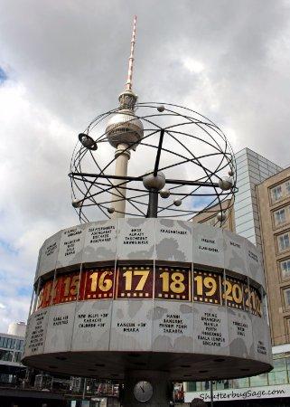 4f2efce3353 Weltzeituhr  World Time Clock in Alexanderplatz. Weltzeituhr. Hora no Brasil.  Weltzeituhr. Relógio mundial mostrando algumas cidades brasileiras