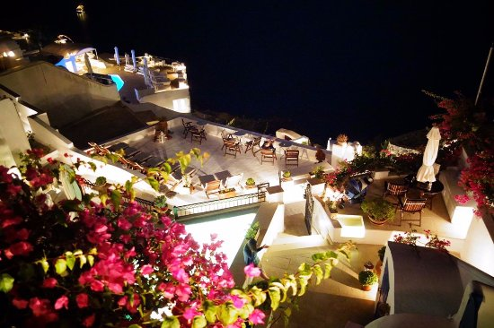 Lithies Traditional Homes: reception night view