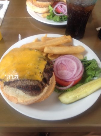 Whale Watchers Cafe: Cheeseburger