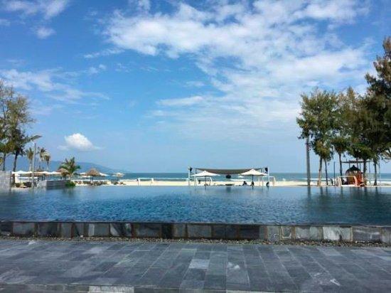 Pullman Danang Beach Resort The Infinity Pool And Bar