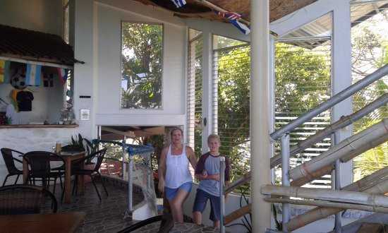 Isla Boca Brava, Panama: Walking mommy to table after extreme stairs from dock