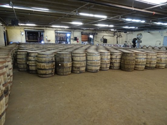 Coxs Creek, KY: Barrels at Four Roses